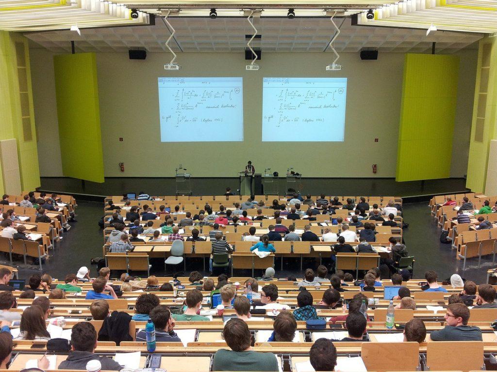 大学 講義風景